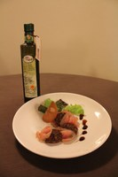 Veli di lonza marinata con salamino di fichi, mielata e gocce di Olio Extravergine di Oliva Dop Bruzio